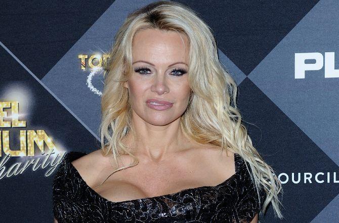 «Alerte à Malibu»: Pamela Anderson porte toujours son