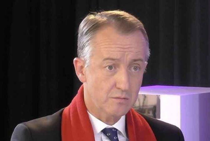 Combien gagne Christophe Barbier sur BFMTV ? Le consultant dévoile son salaire et s'explique !
