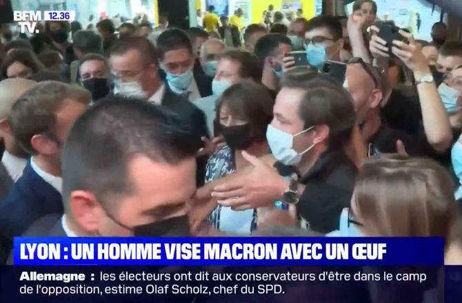 Emmanuel Macron agressé : après la gifle, il reçoit un oeuf (VIDEO)
