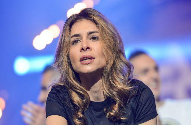 Julie Zenatti : En larmes, la chanteuse révèle avoir été victime d'une agression sexuelle - Télé 7 Jours