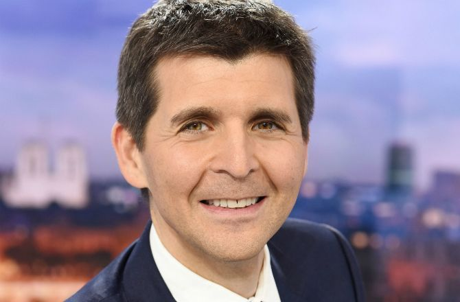 Thomas Sotto Rejoint L Emission Politique Sur France 2