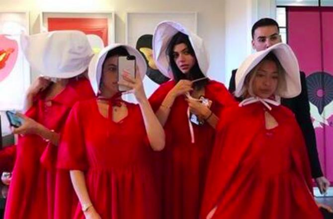"""Une soirée """"The Handmaid's Tale"""" de Kylie Jenner rend des fans furieux"""