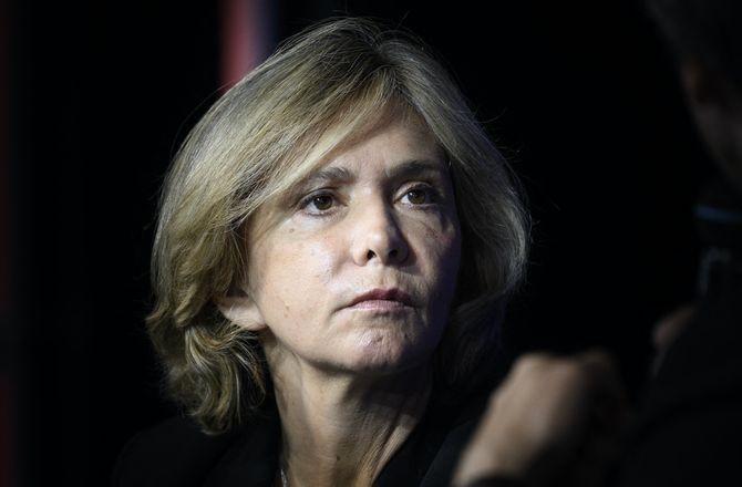 Valérie Pécresse : moment de solitude pour la candidate à l'élection présidentielle face à un buraliste...