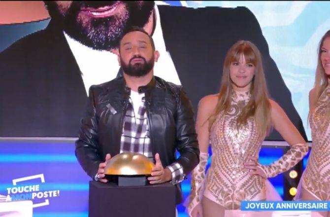 Video Tpmp C8 Cyril Hanouna Se Fait Projeter Un Message D