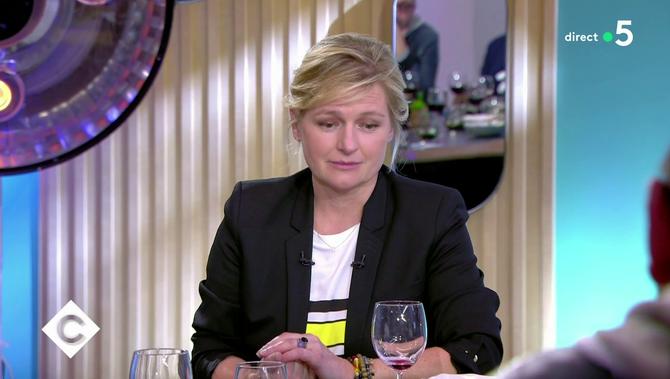 Bande-annonce > Zapping du 21/02 : Kad Merad reprend Anne-Elisabeth Lemoine sur sa consommation d'alcool - Télé 7 Jours