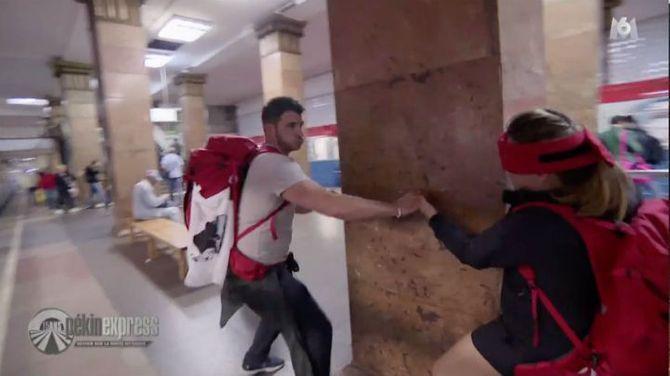 Bande-annonce > Zapping du 26/02 : Pékin express : Les yeux bandés, Julie se prend un mur à cause de Denis ! - Télé 7 Jours